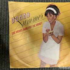Disques de vinyle: DONNA SUMMER ?– SHE WORKS HARD FOR THE MONEY SELLO: MERCURY ?– 812 370-7 FORMATO: VINYL, 7 . Lote 163476238