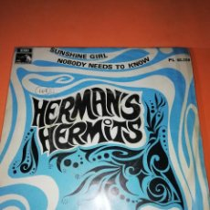 Discos de vinilo: HERMANS HERMITS . SUNSHINE GIRL + NOBODY NEEDS TO KNOW / EMI - LA VOZ DE SU AMO 1968. Lote 165219802