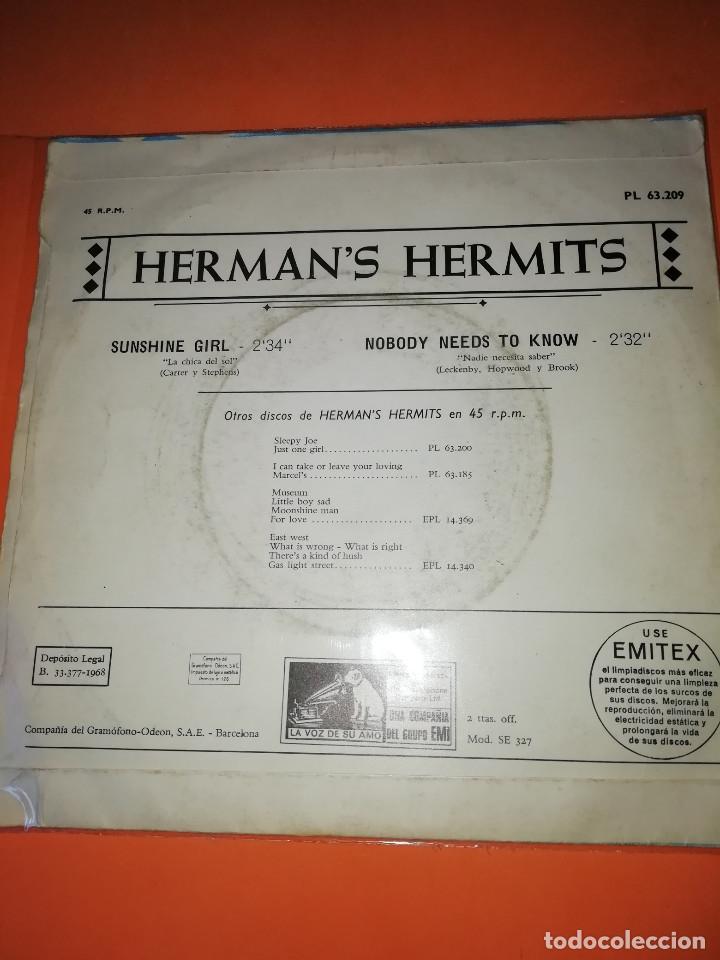Discos de vinilo: HERMANS HERMITS . SUNSHINE GIRL + NOBODY NEEDS TO KNOW / EMI - LA VOZ DE SU AMO 1968 - Foto 2 - 165219802