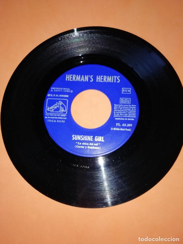 Discos de vinilo: HERMANS HERMITS . SUNSHINE GIRL + NOBODY NEEDS TO KNOW / EMI - LA VOZ DE SU AMO 1968 - Foto 3 - 165219802