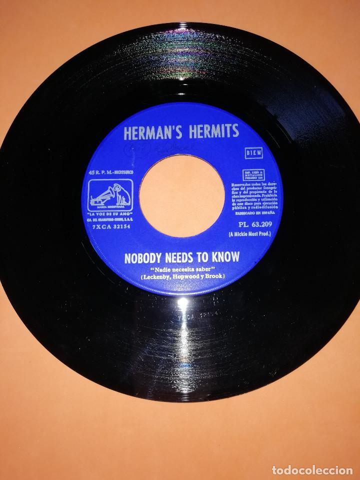 Discos de vinilo: HERMANS HERMITS . SUNSHINE GIRL + NOBODY NEEDS TO KNOW / EMI - LA VOZ DE SU AMO 1968 - Foto 4 - 165219802