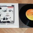 Discos de vinilo: U2 1979 THREE 7 SINGLE IRELAND CBS 7951 NUEVO. Lote 165359754
