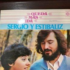 Discos de vinilo: SERGIO Y ESTIBALIZ: QUEDA MAS VIDA. Lote 165637638