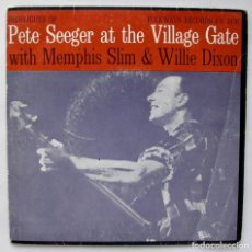 Discos de vinilo: PETE SEEGER AT THE VILLAGE GATE, TINA SINGU (FOLKWAYS RECORDS 1972). Lote 166214270