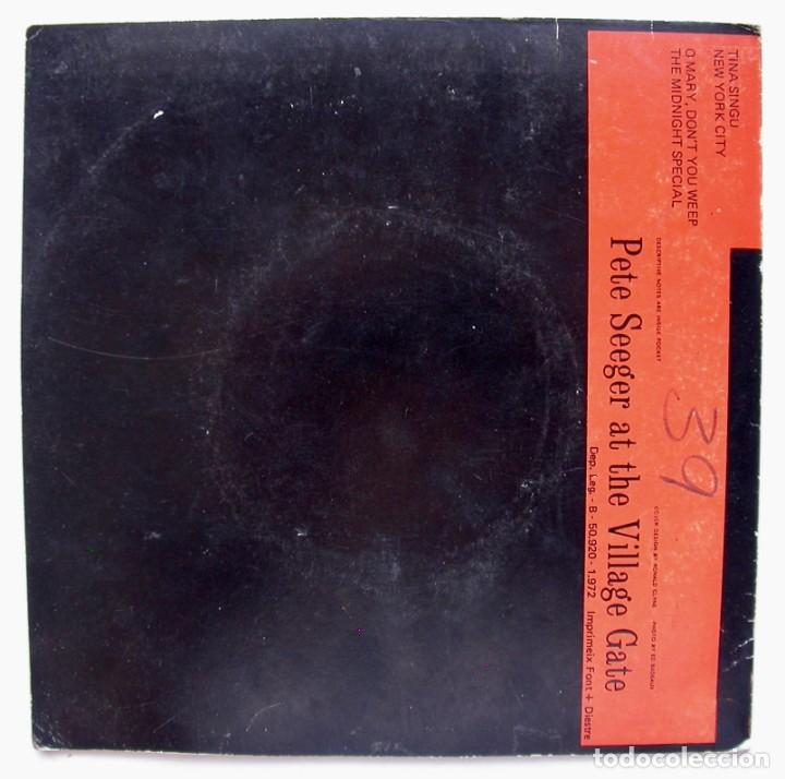 Discos de vinilo: PETE SEEGER AT THE VILLAGE GATE, TINA SINGU (FOLKWAYS RECORDS 1972) - Foto 2 - 166214270