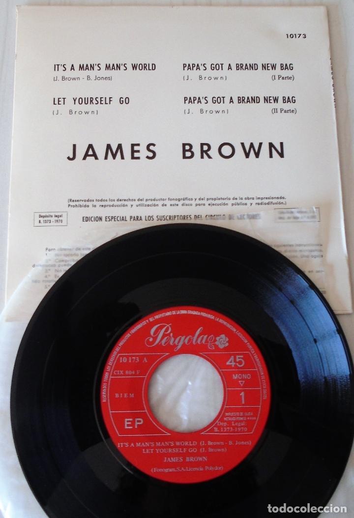 Discos de vinilo: JAMES BROWN - IT´S A MAN´S MAN´S WORLD EP PERGOLA - 1970 - Foto 2 - 166292906