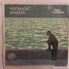 Discos de vinilo: SINGLE MIKE OLDFIELD MOONLIGHT SHADOW. Lote 166601204