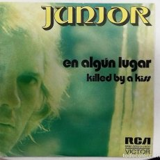 Discos de vinilo: JUNIOR - EN ALGUN LUGAR / KILLED BY A KISS SG ED. ESPAÑOLA 1973. Lote 167449348
