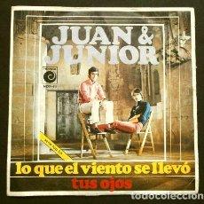 Discos de vinilo: JUAN & JUNIOR (SINGLE 1969) LO QUE EL VIENTO SE LLEVO - TUS OJOS. Lote 167479100