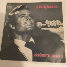Discos de vinil: JULIO IGLESIAS-ABRAZAME/QUIERO//SINGLE 1975 COLUMBIA,ESPAÑA. Lote 167856134