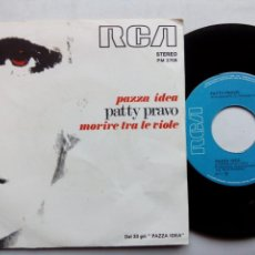 Discos de vinilo: PATTY PRAVO. PAZZA IDEA. SINGLE RCA PM3709. ITALIA 1973. MORIRE TRA LE VIOLE.. Lote 168388400