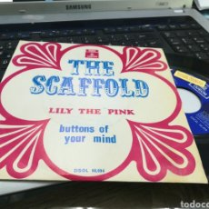 Discos de vinilo: THE SCAFFOLD SINGLE LILY THE PINK ESPAÑA 1968. Lote 168995840