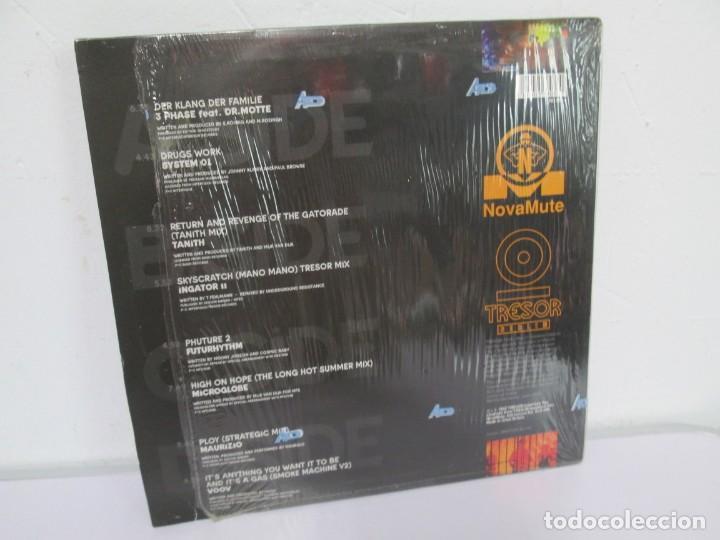 Discos de vinilo: BERLIN 1992. TRESOR KOMPILATION. DER KLANG DER FAMILIE. LP VINILO. TRESOR 1992 - Foto 14 - 169132656