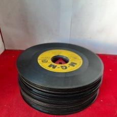 Discos de vinilo: LOTE DE 38 SINGLE SIN FUNDA PARA DECORACIÓN O TRABAJOS MANUALES. Lote 169335314