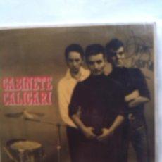 Discos de vinilo: GABINETE CALIGARI CUATRO ROSAS FIRMADO POR URRUTIA. Lote 161305030
