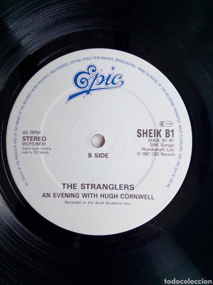 Discos de vinilo: The Stranglers - Shakin like a leaf, Epic, 1987. England. - Foto 5 - 171238964