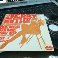 Discos de vinilo: JERRY BUTLER SINGLE NEVER GIVE YOU UP ESPAÑA 1968. Lote 171353853