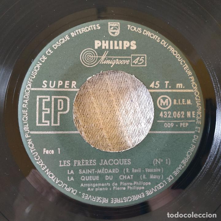 Discos de vinilo: Les Fréres Jacques - La Saint-Médard + 3 - EP Philips del año 1956 en excelente estado - Foto 3 - 171490348