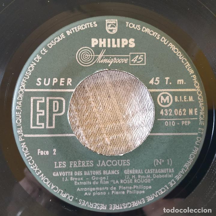 Discos de vinilo: Les Fréres Jacques - La Saint-Médard + 3 - EP Philips del año 1956 en excelente estado - Foto 4 - 171490348