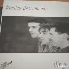 Discos de vinilo: MUSICO DESCONOCIDO OIR Y CALLAR LP PROMO HOJA. Lote 172370782