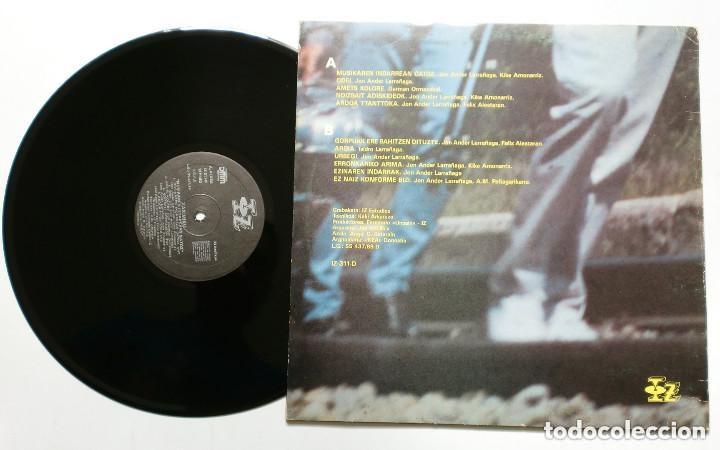 Discos de vinilo: LP - XAXIMIKU : Musikaren Indarrean Gatoz (IZ, 1989) FOLK VASCO - DMM - incluye inserto - Foto 3 - 173259110