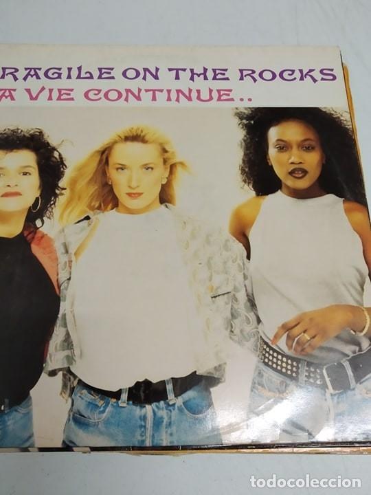 FRAGILE ON THE ROCKS – LA VIE CONTINUE.. (Música - Discos de Vinilo - Maxi Singles - Funk, Soul y Black Music)