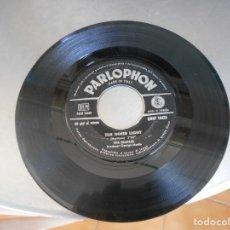 Discos de vinilo: THE BEATLES-SINGLE LADY MADONNA-ITALY. Lote 175120672