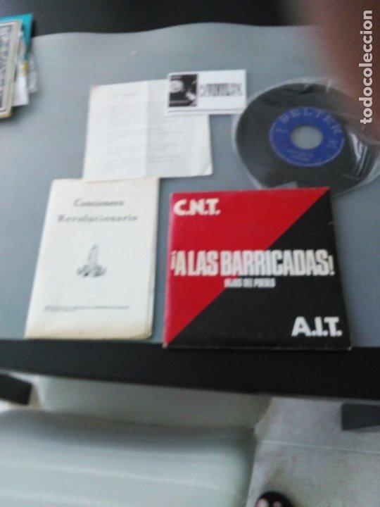 CNT/ AIT ¡A LAS BARRICADAS! SINGLE + CUADERNILLO DE CANCIONES (Música - Discos - Singles Vinilo - Otros estilos)