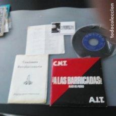Discos de vinilo: CNT/ AIT ¡A LAS BARRICADAS! SINGLE + CUADERNILLO DE CANCIONES. Lote 175135247