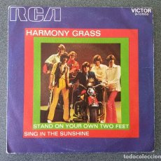 Discos de vinilo: HARMONY GRASS STAND ON YOUR OWN TWO FEET. Lote 175229359