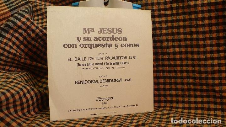 Discos de vinilo: Mª jesus y su acordeon, el baile de los pajaritos / benidorm benidorm, olympo 1981. - Foto 2 - 175634460