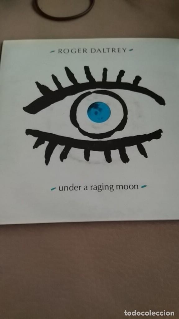 ROGER DALTREY UNDER A RAGING MOON DOBLE SINGLE ,SINGLE DOS TEMAS DE THE WHO 5 TEMAS (Música - Discos - Singles Vinilo - Otros estilos)