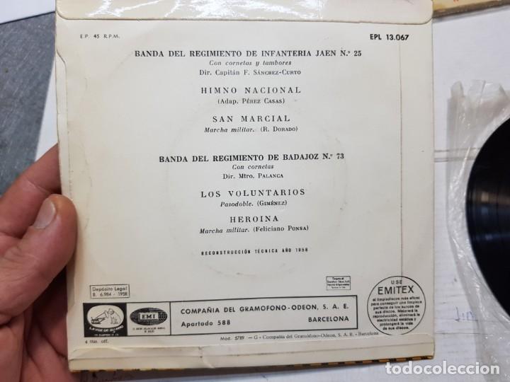 Discos de vinilo: Single-ESPAÑA HIMNO NACIONAL Y MARCHAS MILITARES-de EMI ,La voz de su Amo 1958 en funda original - Foto 2 - 177717195