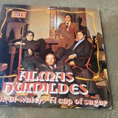 Discos de vinilo: ALMAS HUMILDES ‎– DRINK OF WATER / A CUP OF SUGAR. SINGLE VINILO 1972. BUEN ESTADO. Lote 178030980