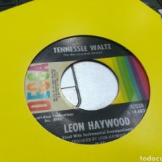 Discos de vinilo: LEÓN HAYWOOD SINGLE TENNESSEE WALTZ / MELLOW MOONLIGHT U.S.A. 1967 ESCUCHADO. Lote 178041838