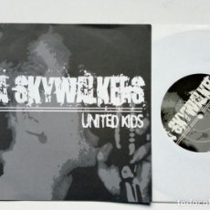 Discos de vinilo: EP (¡6 CANCIONES!): DA SKYWALKERS - UNITED KIDS (MAD BUTCHER RECORDS, 2001) STREET PUNK ROCK . Lote 178051028
