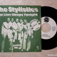 Discos de vinilo: THE STYLISTICS.THE LION SLEEPS TONIGHT.PROMOCIONAL EDIGSA.. Lote 178093550