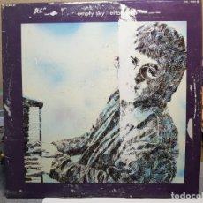 Discos de vinilo: LP-ELTON JOHN -EMPTY SKY EN FUNDA ORIGINAL AÑO 1977. Lote 178210075