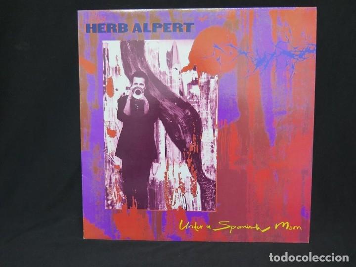 Discos de vinilo: HERB ALPERT - UNDER A SPANISH MOON (LP-Vinilo) AÑO 1988, COMO NUEVO-CALIDAD - Foto 2 - 178216845
