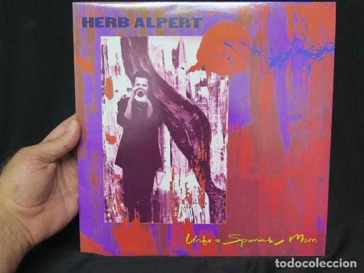 Discos de vinilo: HERB ALPERT - UNDER A SPANISH MOON (LP-Vinilo) AÑO 1988, COMO NUEVO-CALIDAD - Foto 29 - 178216845