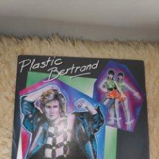 Discos de vinilo: PLASTIC BERTRAND - JE L'JURE - CARRERE - LA FILLE DU PREMIER RANG - SINGLE VINILO. Lote 178268993