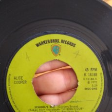 Discos de vinilo: ALICE COOPER - SCHOOL'S OUT / GUTTER CAT - WARNER UK 1972 - SIN CARÁTULA. Lote 178272587