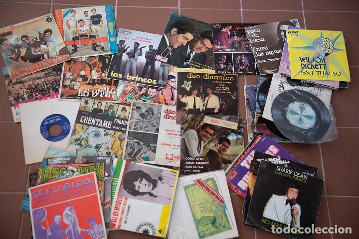 Discos de vinilo: 65 discos sencillos de los 50-60 - Foto 2 - 177185419