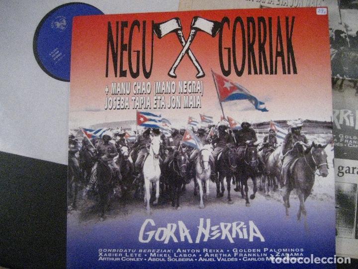 Discos de vinilo: NEGU GORRIAK Manu Chao etc Gora Herria mini LP 1991 CON PERIODICO COMO NUEVO - Foto 2 - 178635287