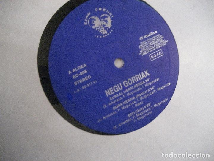 Discos de vinilo: NEGU GORRIAK Manu Chao etc Gora Herria mini LP 1991 CON PERIODICO COMO NUEVO - Foto 6 - 178635287
