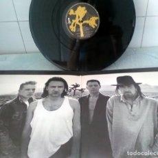 Discos de vinilo: U2. BONO, THE EDGE, ADAM CLAYTON, LARRY MLLEN JNR. 1987. EN MEMORIA DE GREG CARROL. Lote 178667840