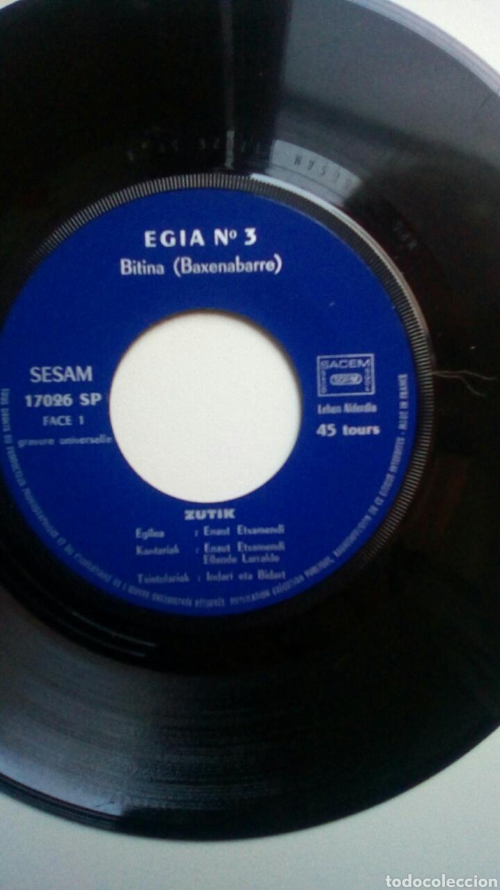 Discos de vinilo: Etxamendi Eta Larralde - Zutik, Egia n 3. Euskal Herria. - Foto 2 - 178931825