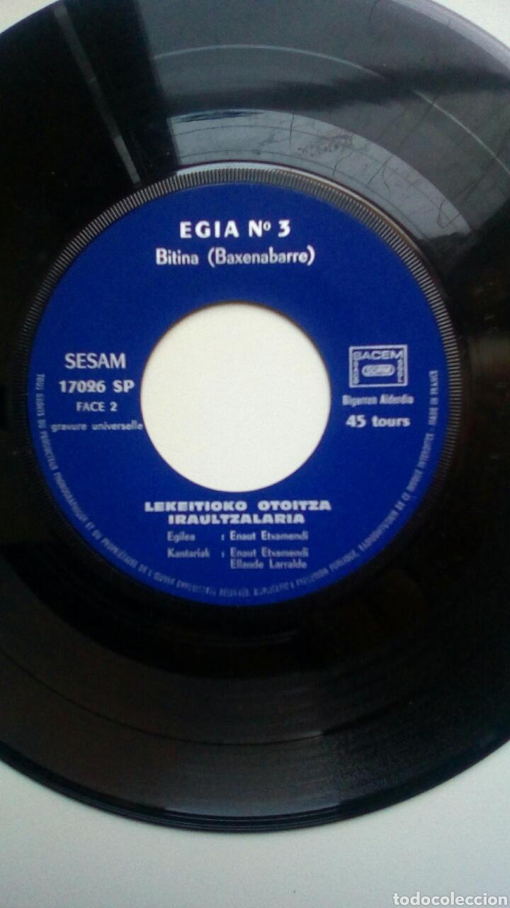 Discos de vinilo: Etxamendi Eta Larralde - Zutik, Egia n 3. Euskal Herria. - Foto 3 - 178931825