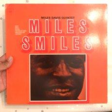 Discos de vinilo: MILES DAVIS QUINTET MILES SMILES US 1977 NUEVO. Lote 178993182