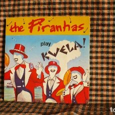 Discos de vinilo: THE PIRANHAS – PLAY KWELA! / GETTING BEATEN UP / BOYFRIEND, SIRE – SIR 4044, 1980.. Lote 180090727